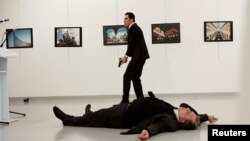 მევლუთ მეთ ალთინთაშმა ანკარაში რუსეთის ელჩი ანდრეი კარლოვი მოკლა