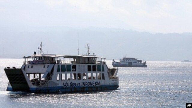 Ferry boats cross Bali Strait to carry Indonesians to Ketapang port, East Java, from Gilimanuk port, West Bali, Indonesia (File Photo - August 27, 2011).