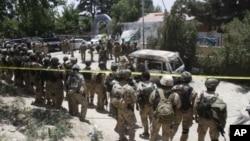 在阿富汗首都喀布尔以北史波兹迈饭店外面的阿富汗特种部队