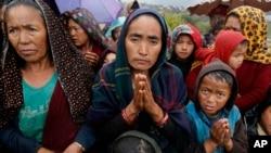 尼泊爾地震災民等待救援品