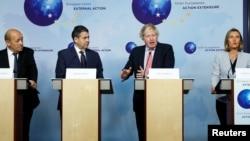Глава МИД Великобритании Борис Джонсон, министр иностранных дел Франции Ле Дриан, глава МИД Германии Зигмар Габриэль и глава европейской дипломатии Федерика Могерини на пресс-конференции в Брюсселе. Бельгия. 11 января 2018 г.