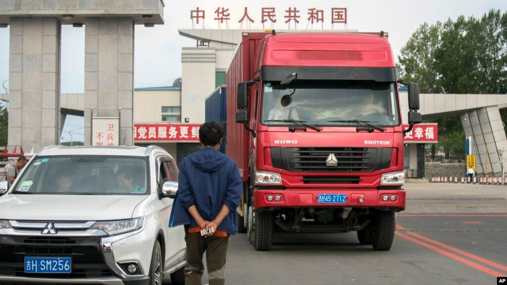 Một xe hàng Triều Tiên tại cửa khẩu với tỉnh Cát Lâm, Trung Quốc (ảnh tư liệu, 9/2017)