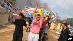 埃及保安部队拘留示威者