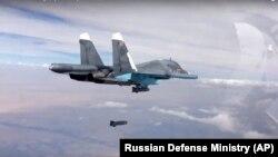 Một quả bom được thả từ máy bay chiến đấu tấn công Su-34 của Nga ở Syria, ngày 9/10/2015.