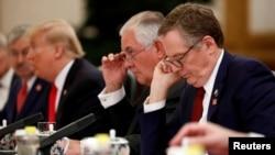 参加美中会谈的美国总统川普、美国国务卿蒂勒森、美国驻华大使布兰斯塔德等官员(2017年11月9日)