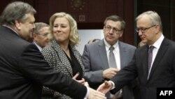 Европа требует от Греции дополнительных сокращений