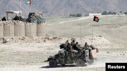 El Talibán inmediatamente reinvidicó el ataque, que dijo fue llevado a cabo por combatientes suyos que habían infiltrado el ejército afgano.