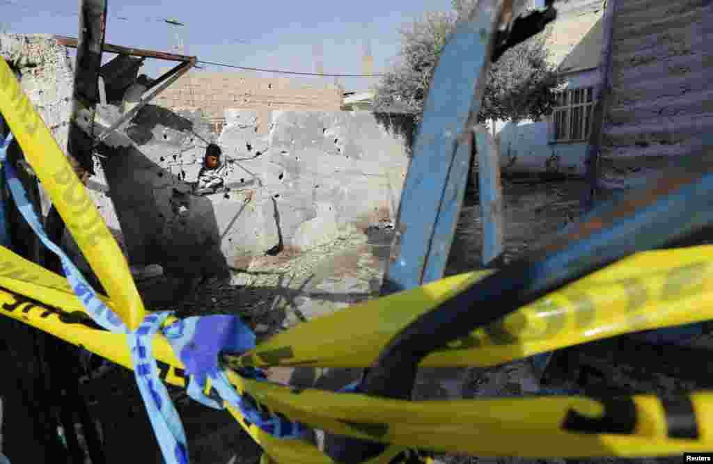시리아의 포격으로 부서진 터키 알카칼레의 민가.
