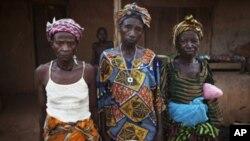 Những phụ nữ trong làng Bomaru, ở miền đông Sierra Leone này là những sống sót qua cuộc chiến khởi sự ra từ năm 1991