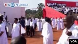 Des Burundais vêtus en blanc, en signe de deuil, pour rendre un dernier hommage au président Pierre Nkurunziza à Gitega, capitale administrative du pays.