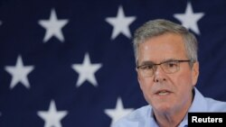 Mantan gubernur Florida dan kandidat calon presiden Partai Republik untuk 2016, Jeb Bush, dalam sebuah konferensi di Nashua, New Hampshire (17/4). (Reuters/Brian Snyder)