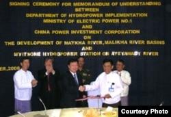 中缅双方签署密松大坝合作协议(照片来源:缅甸非政府组织克钦发展网络提供)