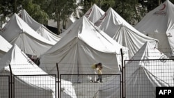 Hơn 10 ngàn người tị nạn Syria đang chen chúc trong những túp lều màu trắng ở Thổ Nhĩ Kỳ, ngày 18 tháng 6, 2011