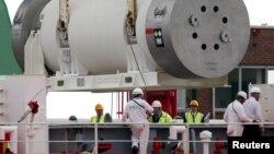 سائنس دان بحرالکاہل کی تہہ میں رکھے گئے جوہری فضلے کے ایک کنٹینر کا معائنہ کر رہے ہیں۔ فائل فوٹو