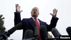 2018年11月9日美国总统特朗普在华盛顿白宫南草坪与记者交谈