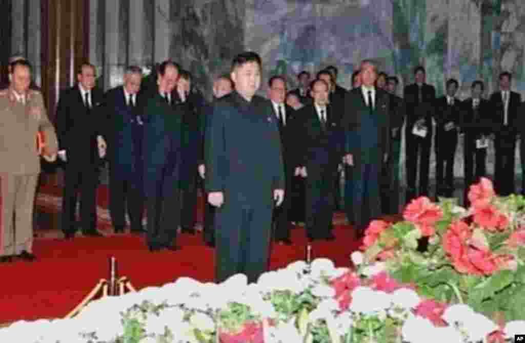 New North Korean ruler Kim Jong-un pays his respects to his father and former leader Kim Jong-il lying in state at the Kumsusan Memorial Palace in Pyongyang, December 20, 2011. (Reuters)