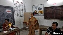 Cử tri đi bỏ phiếu tại Kolkata, ngày 12/5/2014.