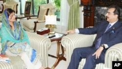 حنا ربانی کھر کی وزیراعظم گیلانی سے ملاقات (فائل فوٹو)