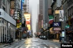 Kawasan pertunjukan teater Broadway tampak lengang di tengah wabah virus corona di New York, 30 Maret 2020.