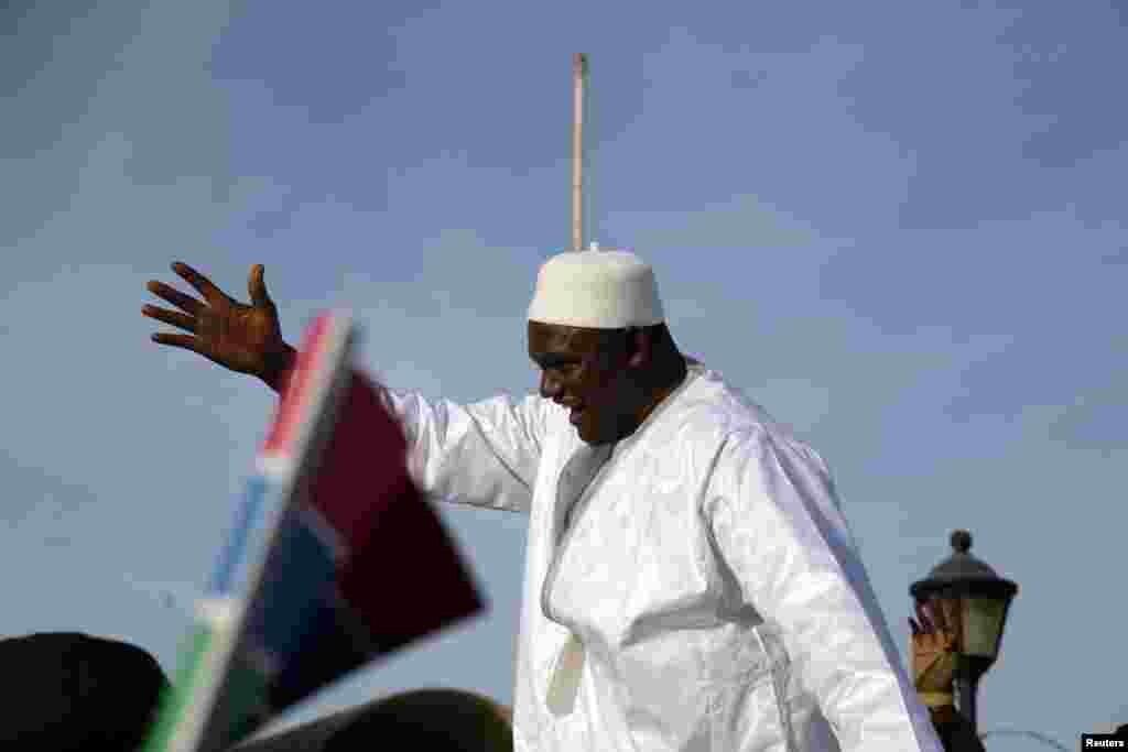An gudanar da bikin rantsar da sabon shugaban kasar kasar Gambia, Adama Barrow, Fabrairu 18, 2017.