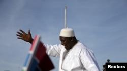 Le dossier d'Abdourahmane Dia sur la présidence d'Adama Barrow un mois après