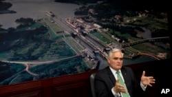 El administrador del Canal, Jorge Quijano, habla durante una conferencia de prensa en Ciudad de Panamá.