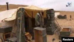 Foto yang diambil pada 11 Desember 2016 dari video yang dirilis kantor berita ISIS, Amaq news, menunjukkan pejuang ISIS di pegunungan Hayan, Palmyra selatan.