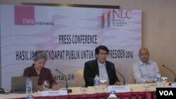Konferensi pers hasil survei National Leadership Center (NLC) bersama dengan lembaga riset internasional Taylor Nelson Sofres (TNS). (VOA/Andylala Waluyo)