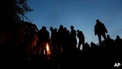 Des migrants à l'entrée d'un camp de refugies à Spielfeld, en Autriche, le 25 octobre 2015