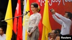 Bà Aung San Suu Kyi, người đứng đầu Liên minh Dân chủ kêu gọi tu chính Hiến pháp
