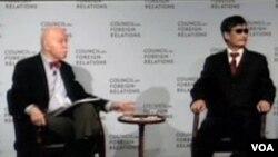 陈光诚在孔杰荣教授陪同下在纽约的外交关系协会与外界交谈/Chen Guangcheng and Prof. Kong