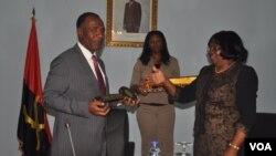 Tomada de posse de Isac dos Anjos como governador do Namibe (VOA / A. Chicoca)