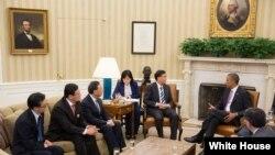 美国总统奥巴马与中国国务院副总理汪洋等中方高层官员见面(白宫照片)