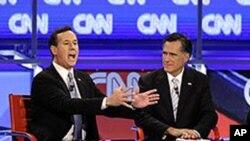 美國共和黨總統參選人桑托勒姆(左)和羅姆尼二月22日在亞利桑那州的一次辯論中