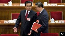 Wakil Presiden Xi Jinping (kanan) diperkirakan akan segera menggantikan Presiden Hu Jintao (kiri) dan menduduki jabatan tertinggi dalam Komite Politbiro Partai Komunis Tiongkok.