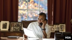 Presiden Barack Obama menelepon Presiden Rusia Dmitry Medvedev untuk menanyakan pemilu Rusia (foto: dok).