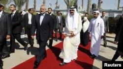 23일 가자지구를 방문한 셰이크 하마드 빈 칼리파 알 타니 카타르 국왕(오른쪽)과 이스마일 하니야 하마스 총리.