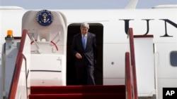 6月22日美國國務卿克里抵達多哈參加敘利亞之友會議