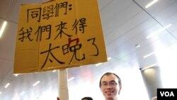 香港市民何先生支持學生反對國民教育,維持香港一國兩制