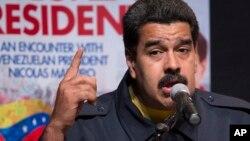 Maduro dijo además que solicitará la normativa de rigor para pedir una reducción de los funcionarios de la embajada de Estados Unidos en Venezuela.