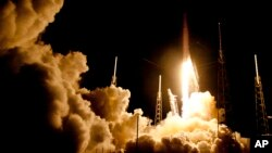 Los estadounidenses se han limitado a viajar a la estación espacial internacional en cohetes rusos desde que los transbordadores dejaron de volar hace cinco años.