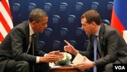 Los presidentes Obama y Medvedev dialogaron sobre las relaciones bilaterales entre Estados Unidos y Rusia.