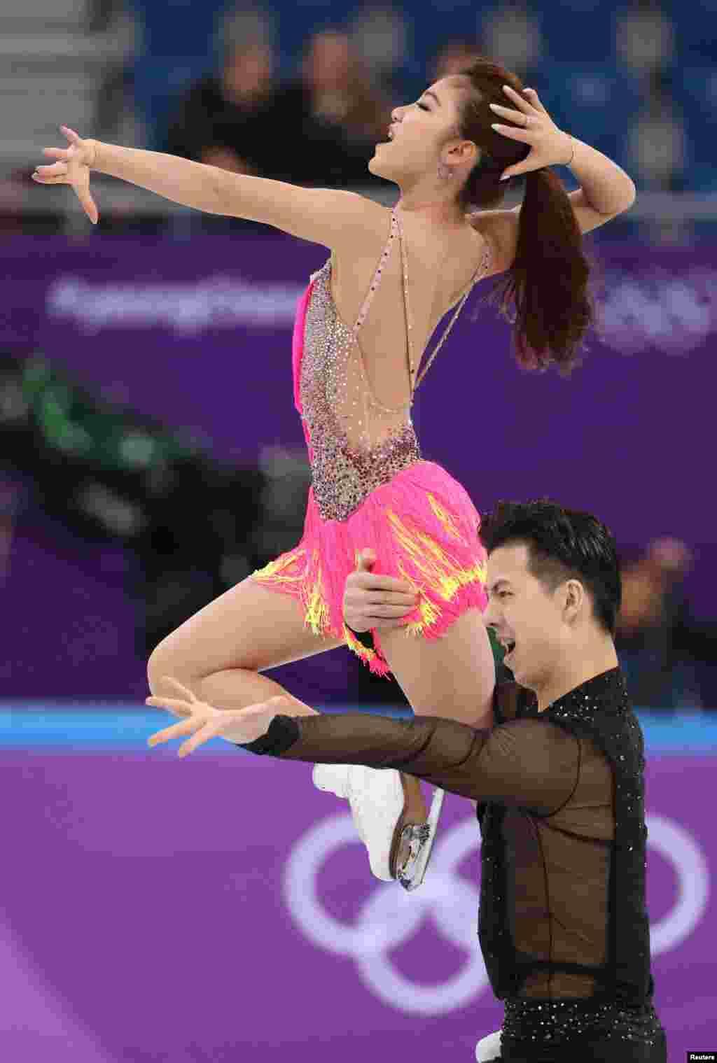 دو ورزشکار چینی در رشته رقص روی یخ در المپیک زمستانی کره جنوبی.