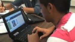 Այս ուսումնական տարվա ընթացքում Ֆեյրֆաքս շրջանի հանրային դպրոցները միջին և ավագ դպրոցներում հասարակագիտության առարկայի համար էլեկտրոնային դասագրքեր են օգտագործում