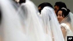 지난 2005년 3월 한국 서울에서 열렸던 탈북자 5쌍의 합동 결혼식. (자료사진)