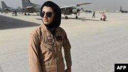 نیلوفر رحمانی، نخستین پیلوت قوای هوایی افغان پس از سقوط رژیم طالبان بود