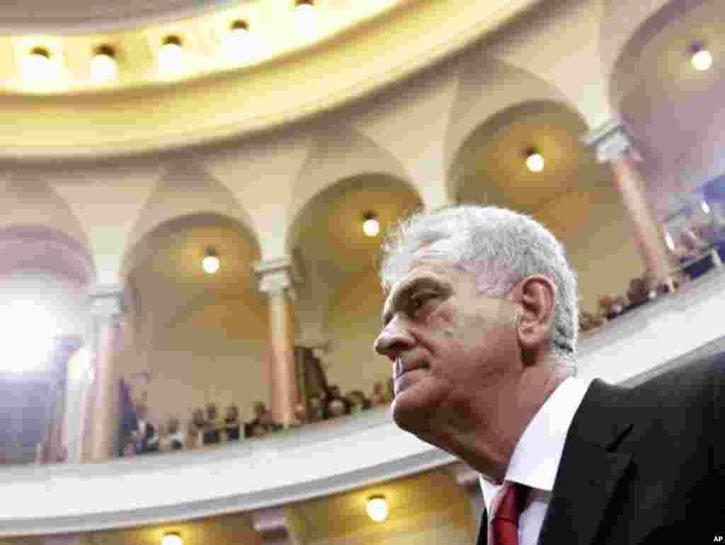 Novi predsednik Srbije napušta zdanje Skupštine