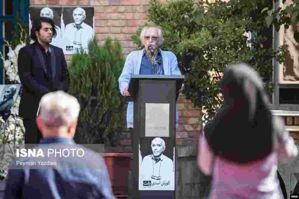 سخنرانی محمود دولت آبادی در مراسم تشییع کوروش اسدی، نویسنده