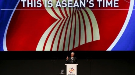 东盟轮值主席国马来西亚总理致开幕词