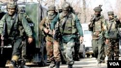 Pasukan paramiliter India di Kashmir.